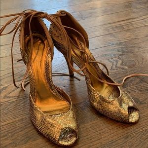 Nicole Miller. Vintage Muted Gold Heel. Size 10
